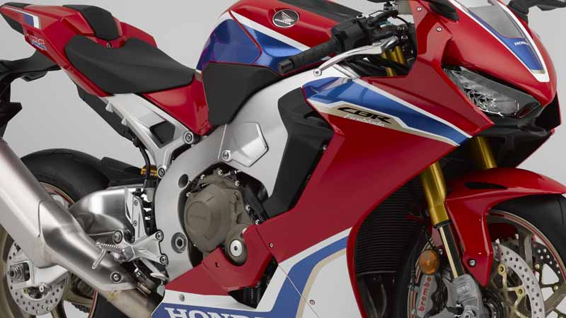 honda-announced-four-such-new-cbr1000rr-%c2%b7-cb1100-which-was-charged-with-electronic-control-technology-in-inter-moto20161009-7