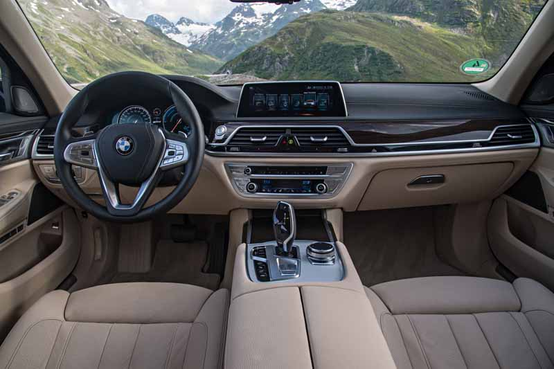 add-bmw-the-740e-iperformance-of-a-new-generation-hybrid-to-7-of-the-flagship-model20161014-7