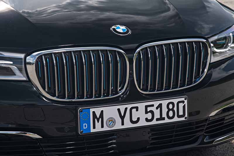 add-bmw-the-740e-iperformance-of-a-new-generation-hybrid-to-7-of-the-flagship-model20161014-9