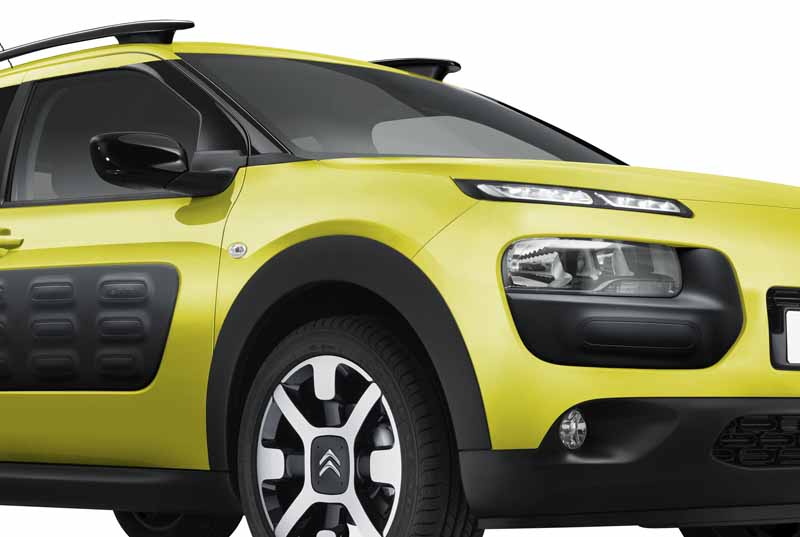 citroen-released-200-units-c4-cactus-limited-of-individualistic-suv-price-from-2-38-million-yen20161009-20