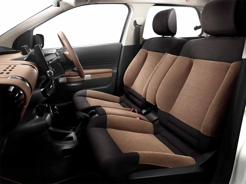 citroen-released-200-units-c4-cactus-limited-of-individualistic-suv-price-from-2-38-million-yen20161009-7