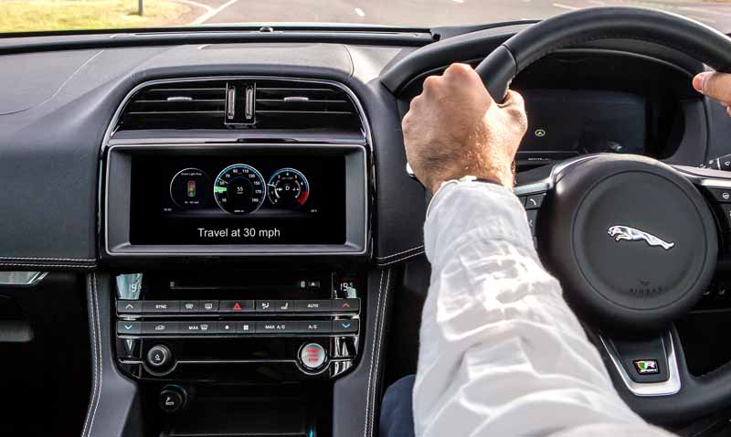debuted-jaguar-land-rover-the-test-operation-of-the-new-connected-technology-to-enable-communication-between-the-vehicle-in-the-uk20161027-5