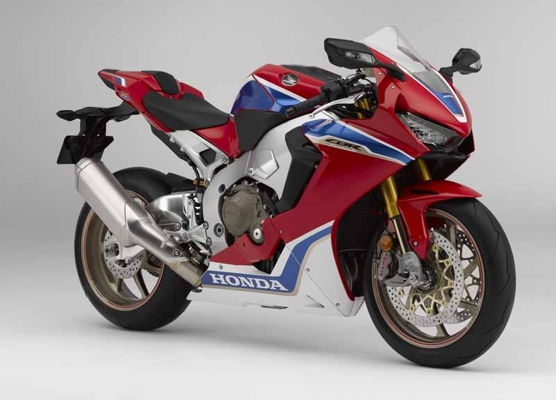 honda-announced-four-such-new-cbr1000rr-%c2%b7-cb1100-which-was-charged-with-electronic-control-technology-in-inter-moto20161009-4