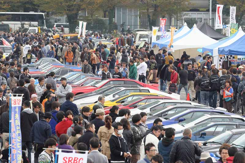 held-in-the-old-car-of-the-festival-odaiba-old-car-heaven-2016-on-november-20-to-play-in-the-family20161009-7