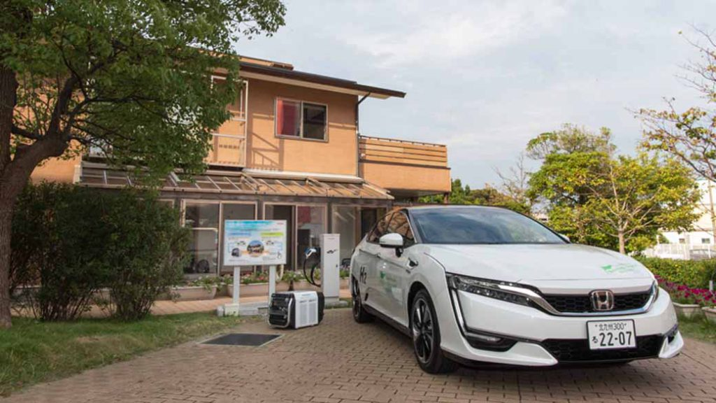 honda-started-a-demonstration-experiment-of-the-household-power-supply-by-v2h-corresponding-dc-common-charger-in-kitakyushu20161007-1