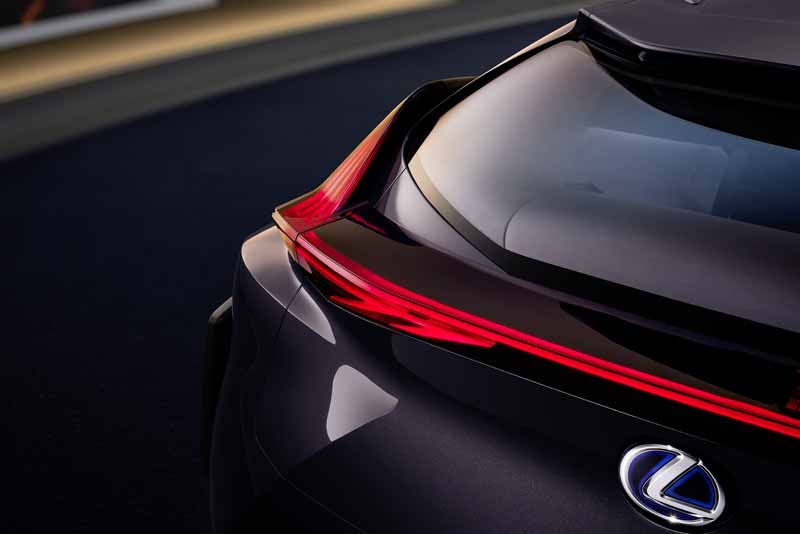 lexus-the-world-premiere-of-the-concept-car-ux-concept-in-the-cuv-at-the-paris-motor-show20161002-9