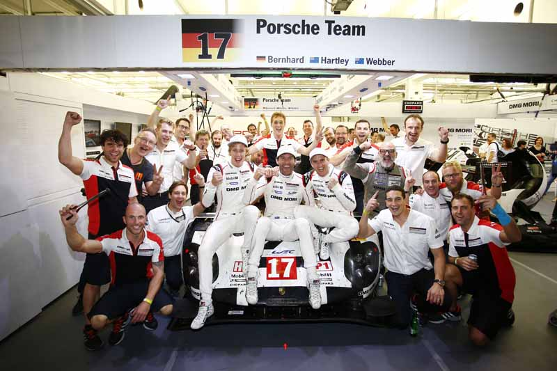mark-webber-retired-to-became-the-special-advisor-of-the-porsche201610140-51
