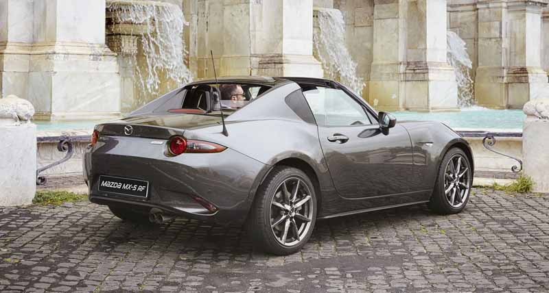 mazda-held-determined-at-the-roadster-rf-prototype-preceding-exhibition-event-in-tokyo-osaka-and-gifu-around20161028-6