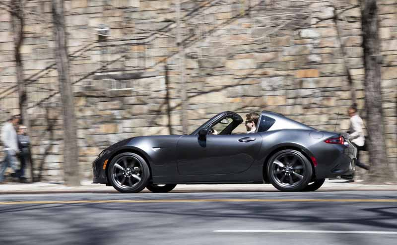 mazda-started-production-of-the-retractable-hard-top-model-mazda-mx-5-rf20161005-1