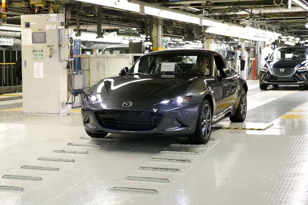 mazda-started-production-of-the-retractable-hard-top-model-mazda-mx-5-rf20161005-3