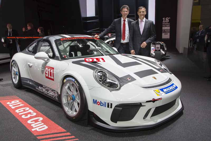 porsche-announced-the-911gt3-cup-of-panamera-4e-hybrid-and-racing-car-in-paris20161003-3