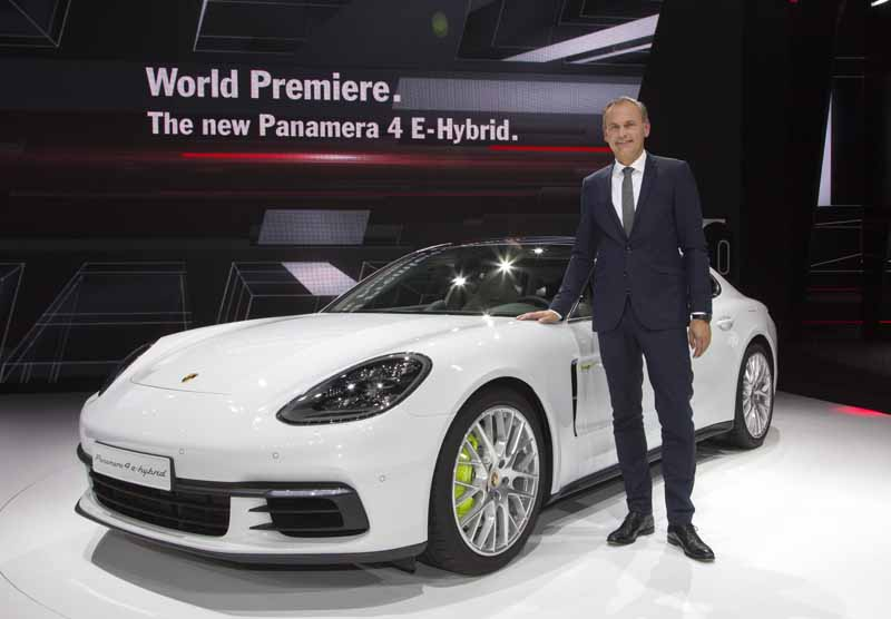 porsche-announced-the-911gt3-cup-of-panamera-4e-hybrid-and-racing-car-in-paris20161003-4