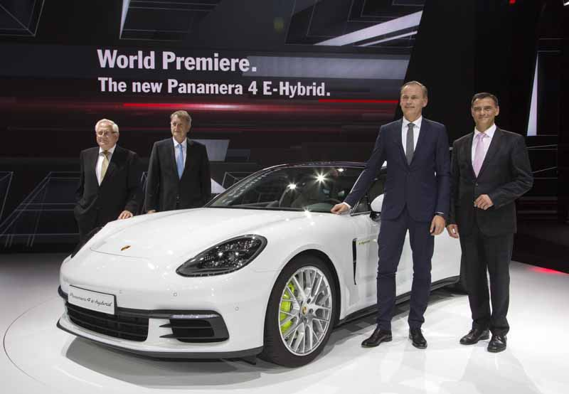 porsche-announced-the-911gt3-cup-of-panamera-4e-hybrid-and-racing-car-in-paris20161003-5