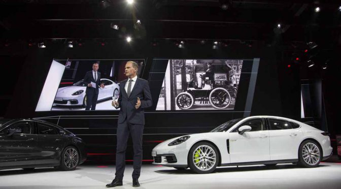 porsche-announced-the-911gt3-cup-of-panamera-4e-hybrid-and-racing-car-in-paris20161003-6