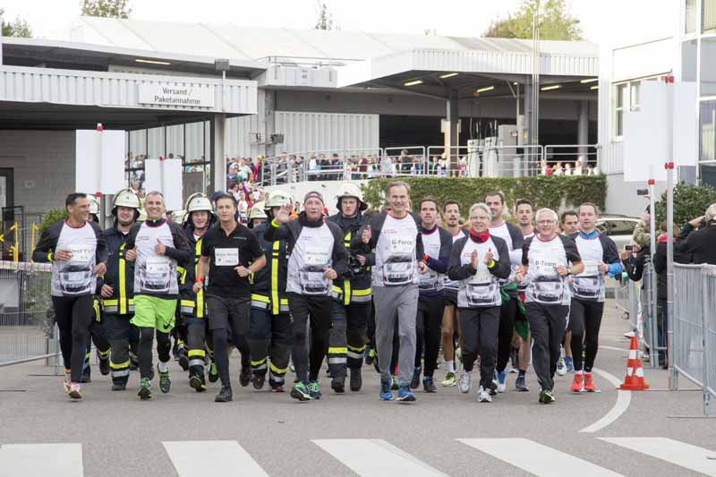 porsche-donated-180000-euros-to-the-social-support-activities-in-the-6-hour-marathon-in-germany20161013-3