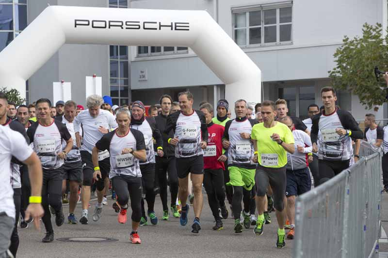 porsche-donated-180000-euros-to-the-social-support-activities-in-the-6-hour-marathon-in-germany20161013-5