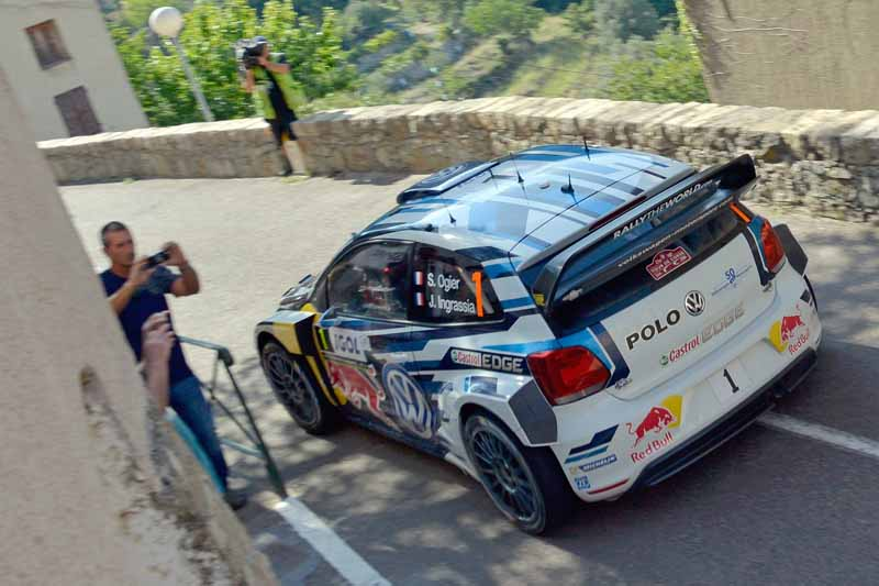 sebastien-ogier-player-of-vw-is-first-victory-at-a-local-event-checkmate-to-the-wrc-championship-defense20161009-13