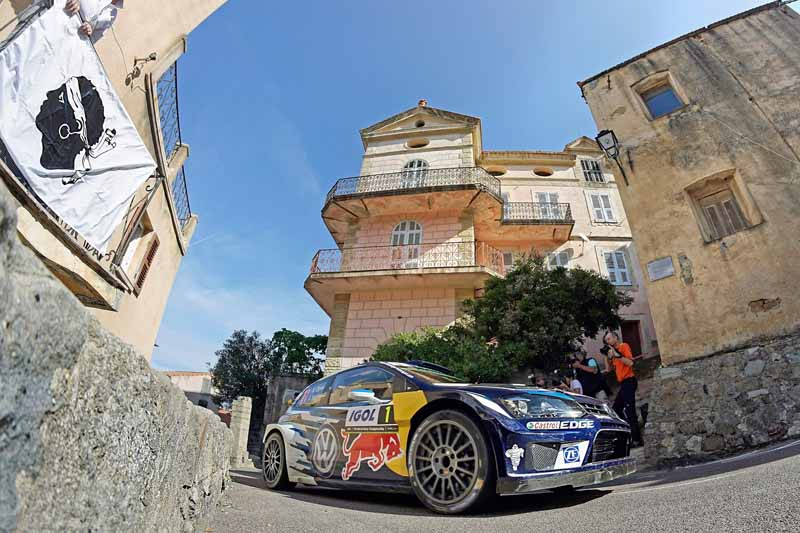 sebastien-ogier-player-of-vw-is-first-victory-at-a-local-event-checkmate-to-the-wrc-championship-defense20161009-16