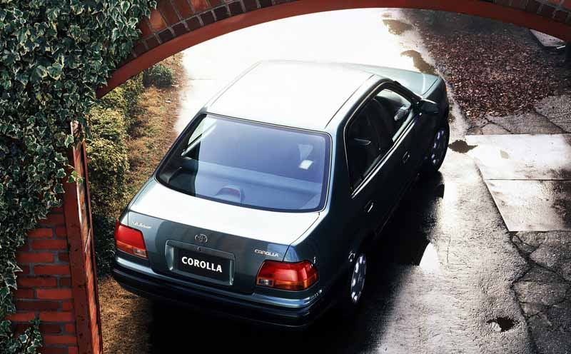 toyota-opened-a-corolla-50th-anniversary-special-site-follow-the-journey-of-birth-half-a-century-the-celebrated-taking-the-same-car-has-walked-50-years20161023-12