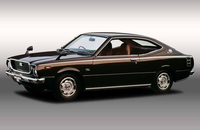toyota-opened-a-corolla-50th-anniversary-special-site-follow-the-journey-of-birth-half-a-century-the-celebrated-taking-the-same-car-has-walked-50-years20161023-5