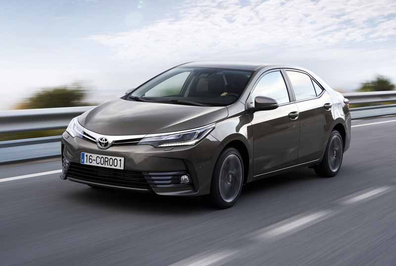 toyota-opened-a-corolla-50th-anniversary-special-site-follow-the-journey-of-birth-half-a-century-the-celebrated-taking-the-same-car-has-walked-50-years20161023-6