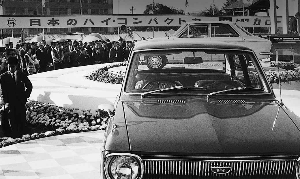 toyota-opened-a-corolla-50th-anniversary-special-site-follow-the-journey-of-birth-half-a-century-the-celebrated-taking-the-same-car-has-walked-50-years20161023-99