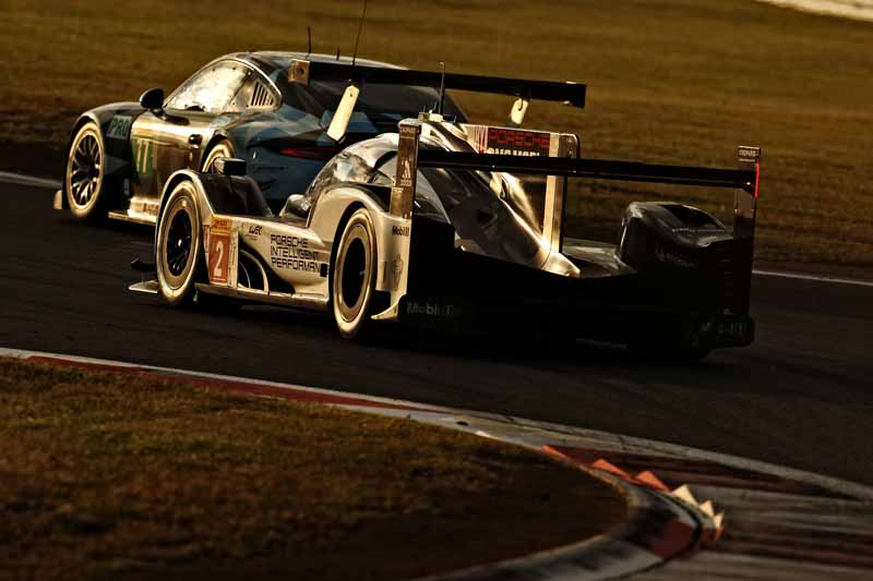 wec-round-7-fuji-6-hours-finals-winning-the-toyota-narrowly-second-place-audi-divide-the-podium-in-third-place-porsche20161016-22