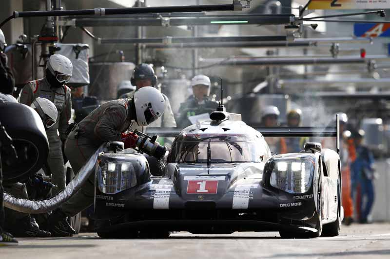 wec-round-7-fuji-6-hours-finals-winning-the-toyota-narrowly-second-place-audi-divide-the-podium-in-third-place-porsche20161016-23