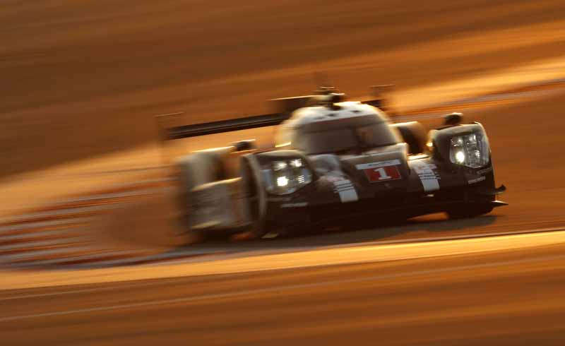 last-9-races-of-the-world-endurance-championship-wec-%c2%b7-bahrain-audi-r18-decorate-the-flowerway-withdrawing-as-a-top-monopoly20161121-12