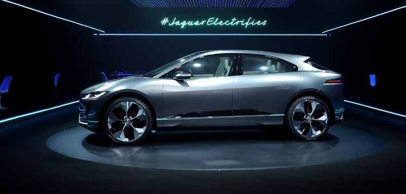 jaguars-first-electric-vehicle-i-pace-concept-unveiled-worldwide-in-the-us-%c2%b7-la20161119-14