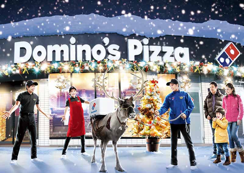 domino-%c2%b7-pizza-pizza-delivery-training-by-reindeer-in-front-of-winter-snowfall-season20161125-4