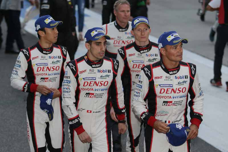 checker-world-endurance-championship-wec-round-8-shanghai-porsche-is-in-the-first-place-bite-into-the-toyota-camp-2-third-place20161107-16