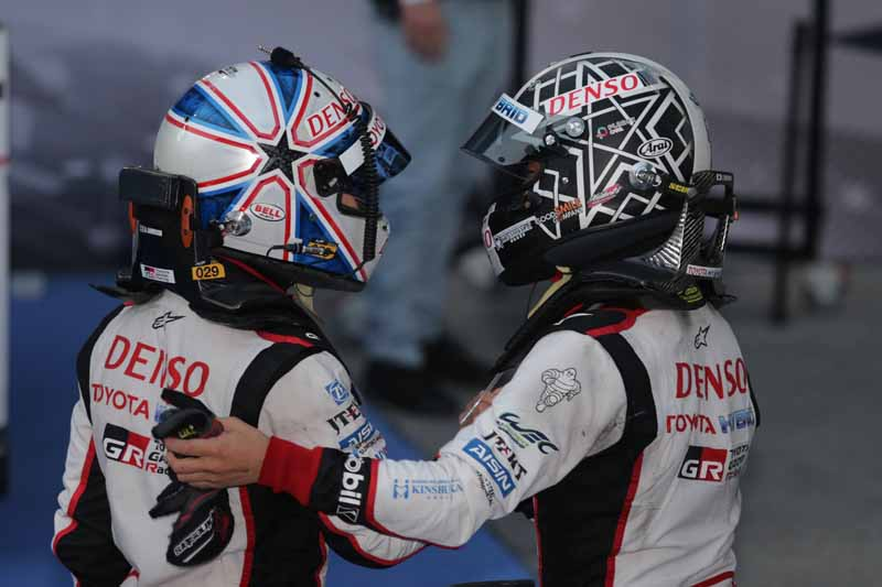checker-world-endurance-championship-wec-round-8-shanghai-porsche-is-in-the-first-place-bite-into-the-toyota-camp-2-third-place20161107-17