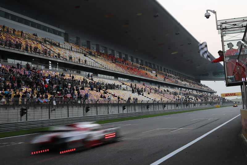 checker-world-endurance-championship-wec-round-8-shanghai-porsche-is-in-the-first-place-bite-into-the-toyota-camp-2-third-place20161107-22
