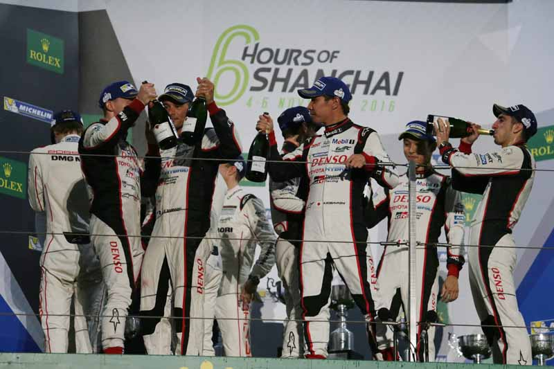 checker-world-endurance-championship-wec-round-8-shanghai-porsche-is-in-the-first-place-bite-into-the-toyota-camp-2-third-place20161107-5