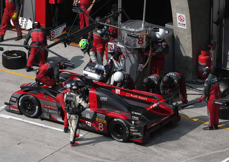 checker-world-endurance-championship-wec-round-8-shanghai-porsche-is-in-the-first-place-bite-into-the-toyota-camp-2-third-place20161107-97
