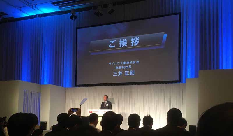 daihatsu-and-toyota-will-jointly-announce-presentations-of-new-small-passenger-cars-for-child-rearing-families-with-growth-as-key-words20161110-2