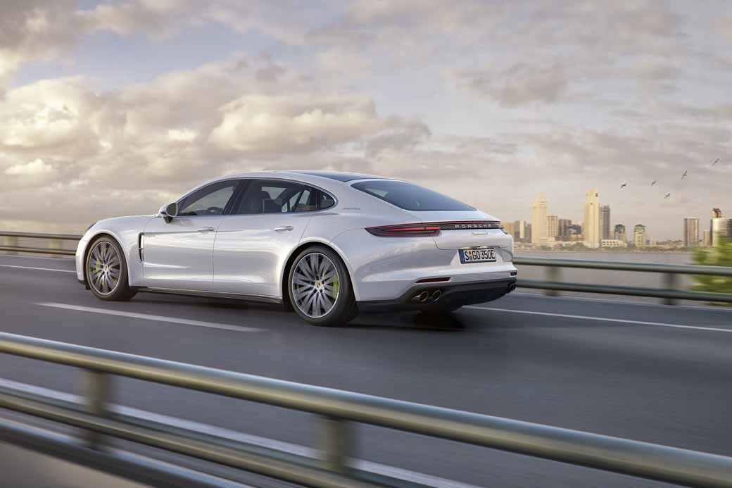 porsche-ag-conducts-the-world-premiere-of-panamera-executive-model-and-911-rsr20161120-3