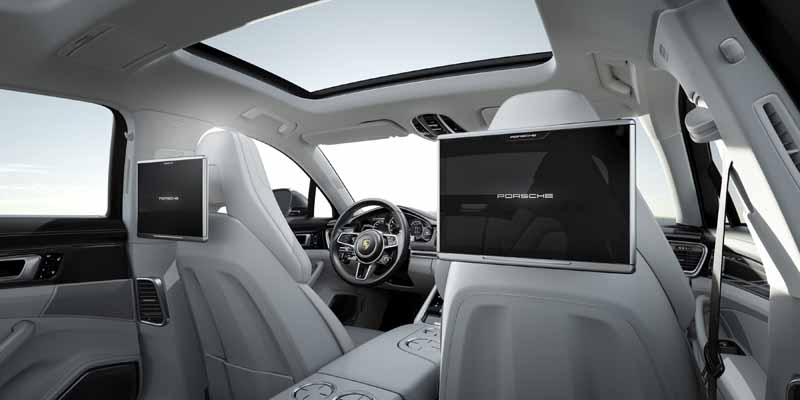 porsche-ag-conducts-the-world-premiere-of-panamera-executive-model-and-911-rsr20161120-5