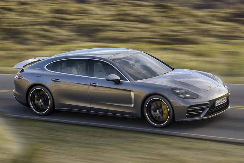 porsche-ag-conducts-the-world-premiere-of-panamera-executive-model-and-911-rsr20161120-8