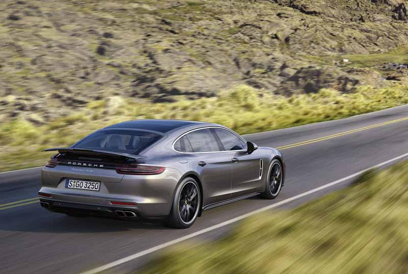 porsche-ag-conducts-the-world-premiere-of-panamera-executive-model-and-911-rsr20161120-9