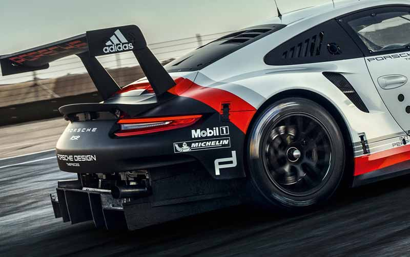porsche-new-911-rsr-debuted-at-the-daytona-24-hour-race-in-january-201720161118-10