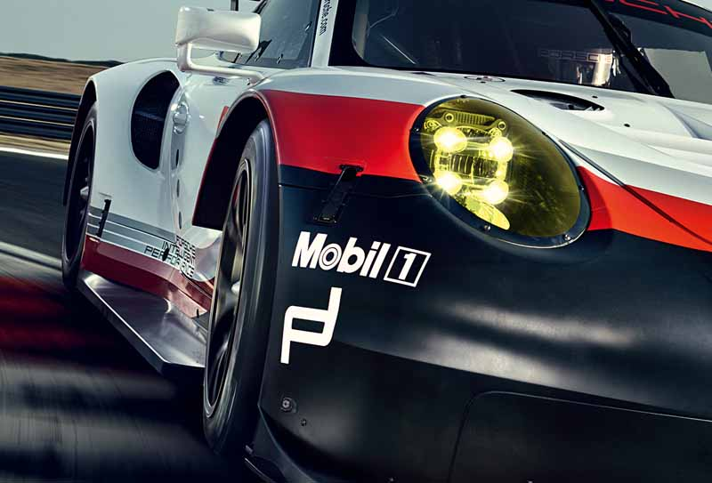 porsche-new-911-rsr-debuted-at-the-daytona-24-hour-race-in-january-201720161118-11