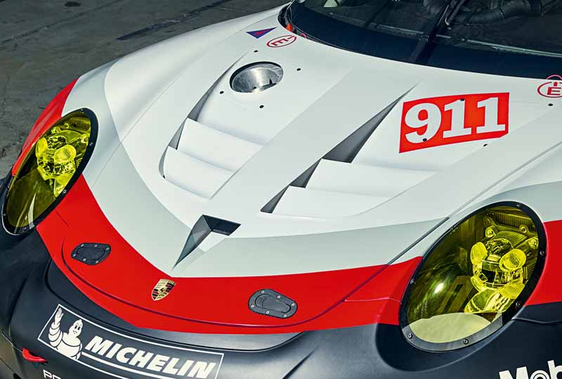 porsche-new-911-rsr-debuted-at-the-daytona-24-hour-race-in-january-201720161118-15