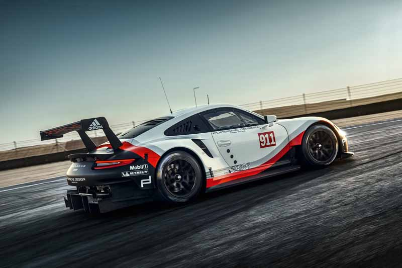 porsche-new-911-rsr-debuted-at-the-daytona-24-hour-race-in-january-201720161118-3