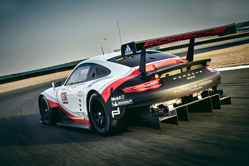 porsche-new-911-rsr-debuted-at-the-daytona-24-hour-race-in-january-201720161118-7
