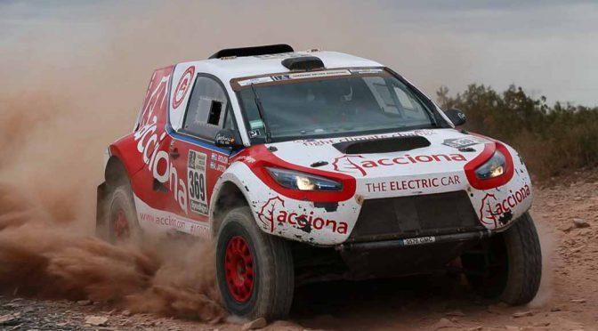 スペイン・アクシオナが独自開発した電動4WDのラリーレイドマシンが、ダカールラリー史上初の完走