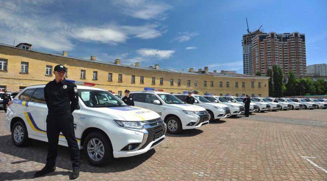 三菱自動車工業、「アウトランダーPHEV」635台をウクライナ警察向けに納車