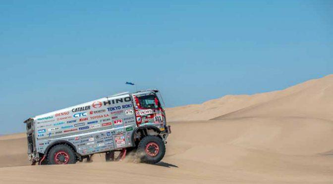 日野チームスガワラの1号車、砂丘に囚われ無念のリタイア。2号車は9位で挑戦が続く