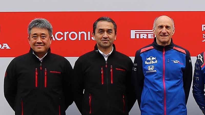 写真の向かって左側が山本雅史モータースポーツ部長。今シーズン開幕時のトロ・ロッソとの会見の一コマ